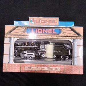 Vintage Train Lionel salt & Pepper shaker American